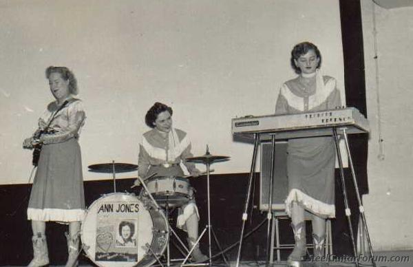 gente féminime & steel (suite....) 939_blanche_white_on_stage_with_ann_jones_as_blanche_emerson_1