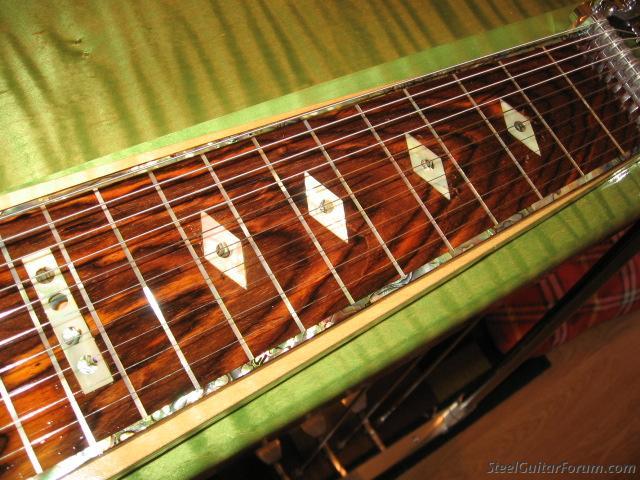 Fabriquer sa psg 2719_Green_Guitar_assembled_009_1