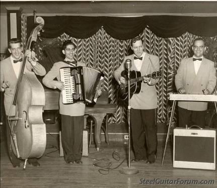 Quelques Héroes de la Steel - Page 2 939_Bill_Haley_at_the_Hofbrau_Wildwood_NJ_early_1953_1