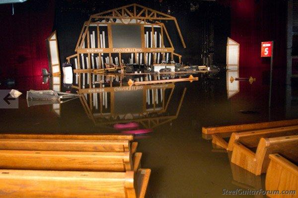 Inondations a Nashville 6102_flooded_opry_house_1