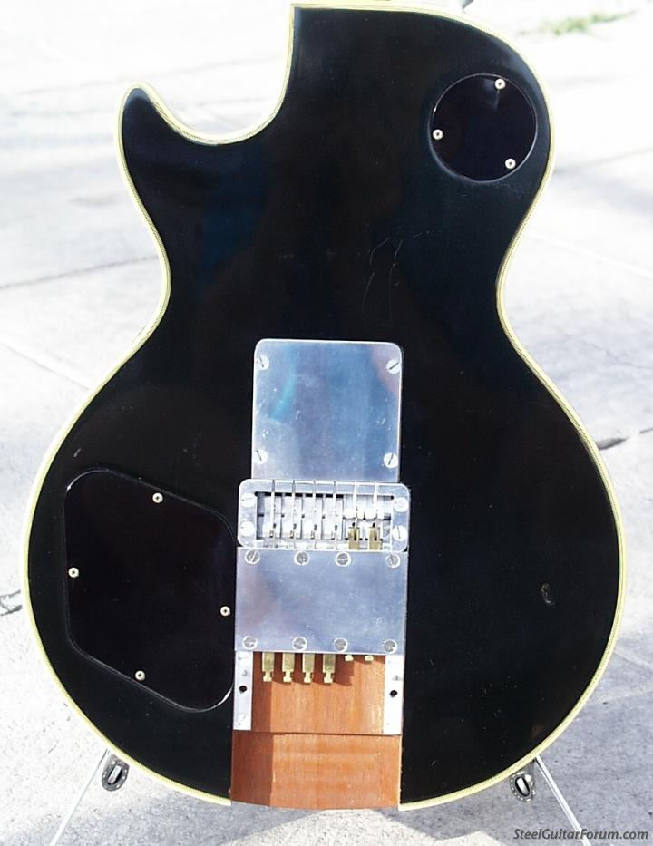 MSA Guitar Pedal & autres 925_GibsonLesPaulBodyBackMSAPedalBoard_1